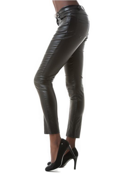 Bőrhatású nadrág, fekete