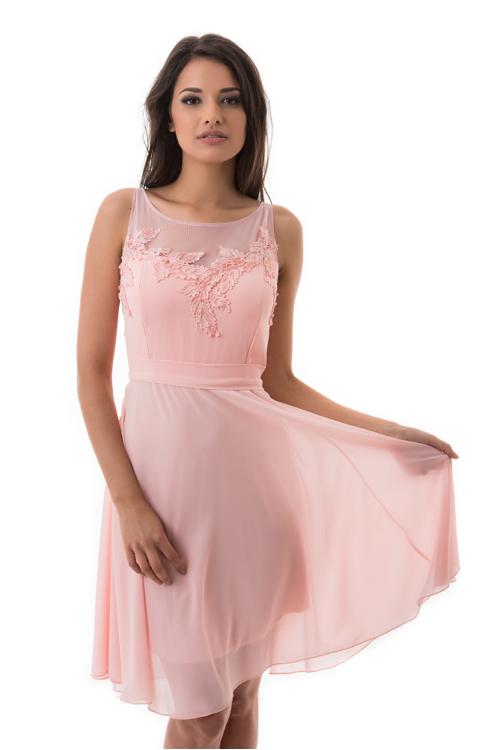 Levelekkel díszített, neccbetétes muszlin koktélruha, rózsaszín