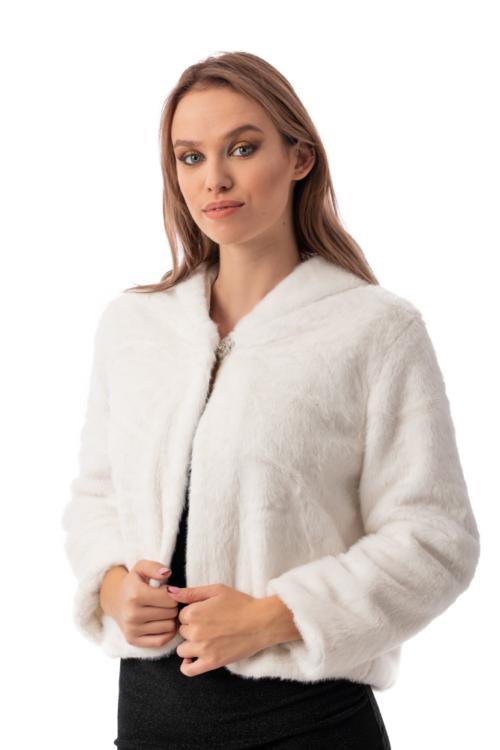 Kapucnis szőrme kabátka díszgombbal, fehér
