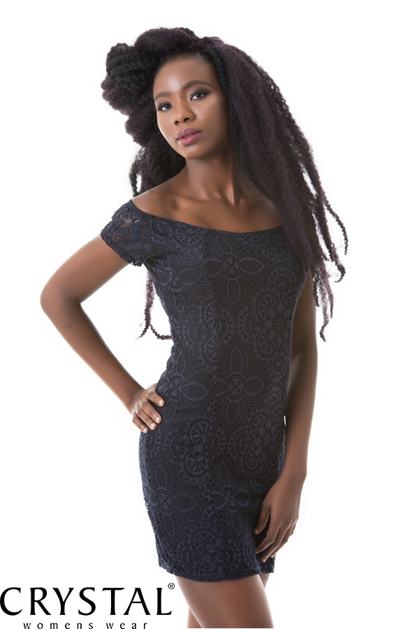 Vállra húzható csipkés ruha, sötétkék